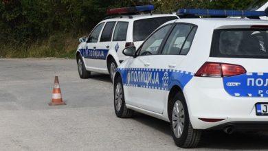 Pijan vrijeđao policajce i oštetio im auto na saboru u Stričićima